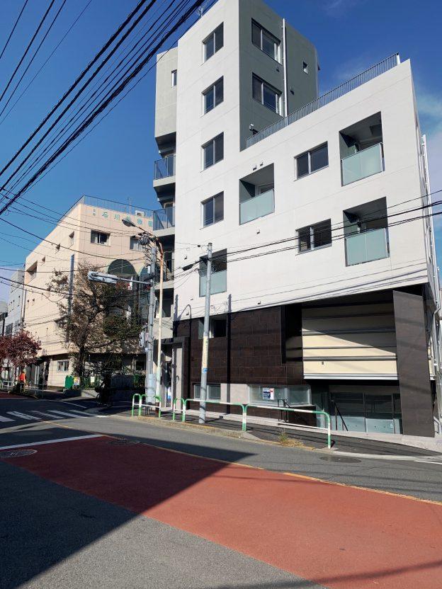 東京都北区西ヶ原/JR山手線・駒込駅から徒歩7分、商店街入口の車道に面した視認性の良い新築テナント
