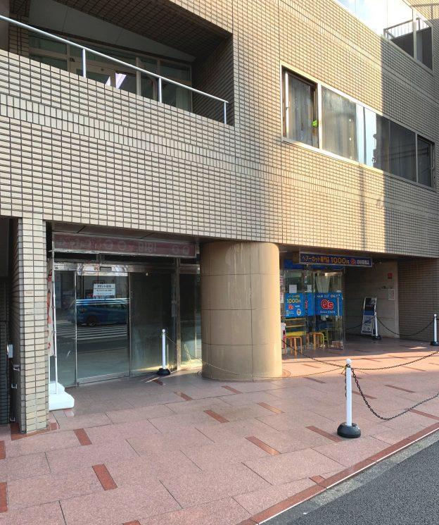 東京都新宿区住吉町/都営新宿線・曙橋駅から徒歩1分、靖国通り沿いの交差点に面した希少な1階テナント