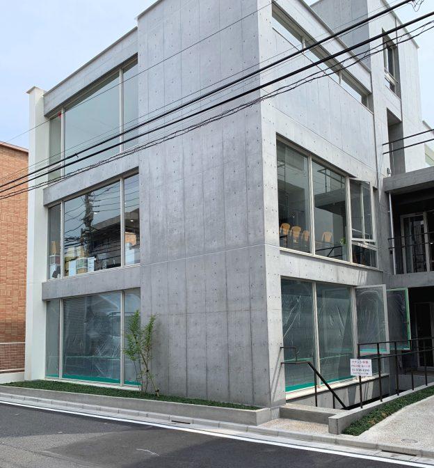 東京都目黒区青葉台/東急東横線・中目黒駅から徒歩7分、西郷山通りに面した開放的なデザインの新築1階テナント